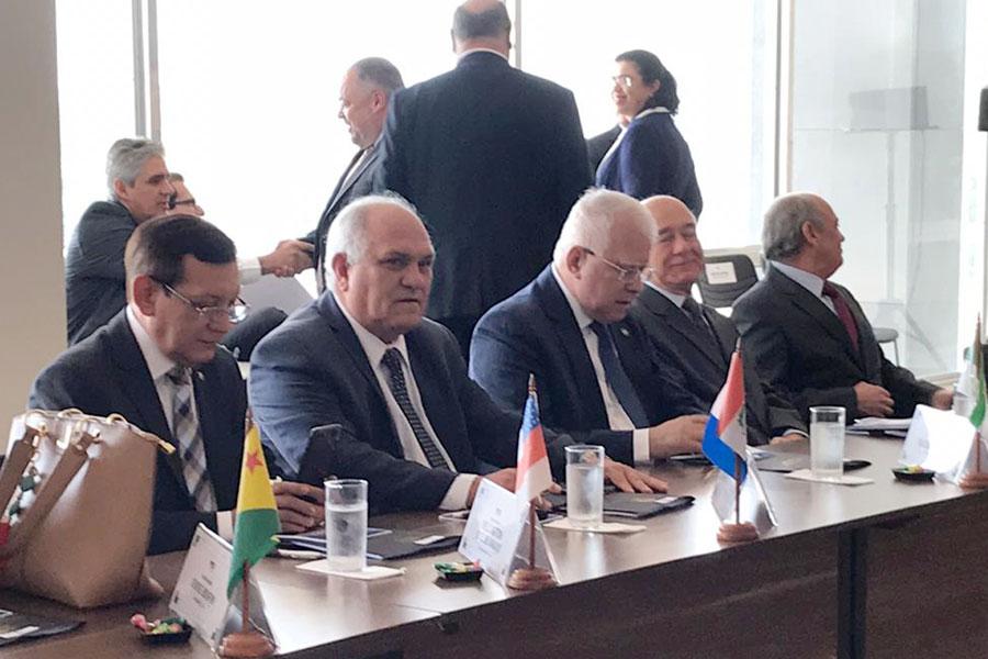 Presidente Otávio Praxedes durante reunião no STF.