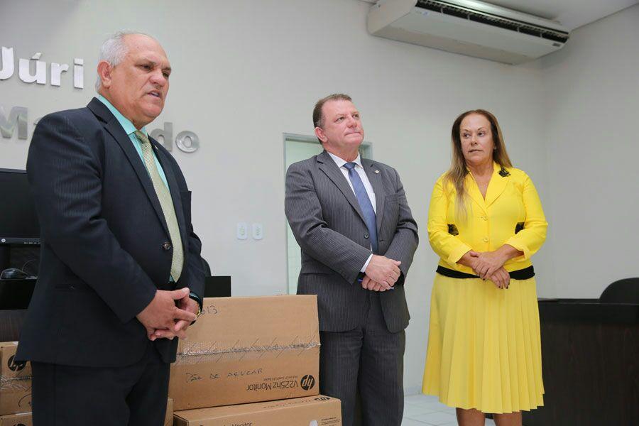 Presidente Otávio Praxedes, juiz Edivaldo Landeosi e a promotora de Justiça Marta Bueno.