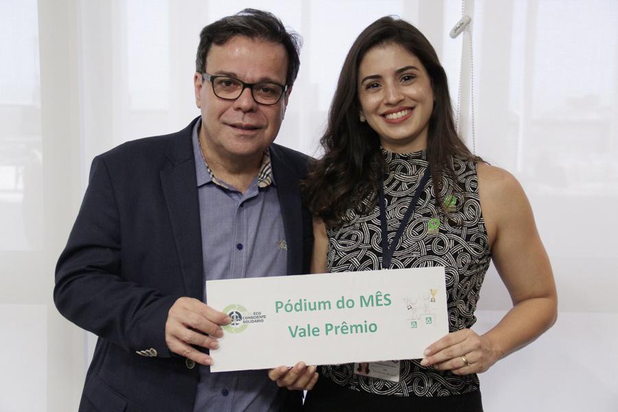 Presidente Tutmés Airan e servidora Alessandra Campos.