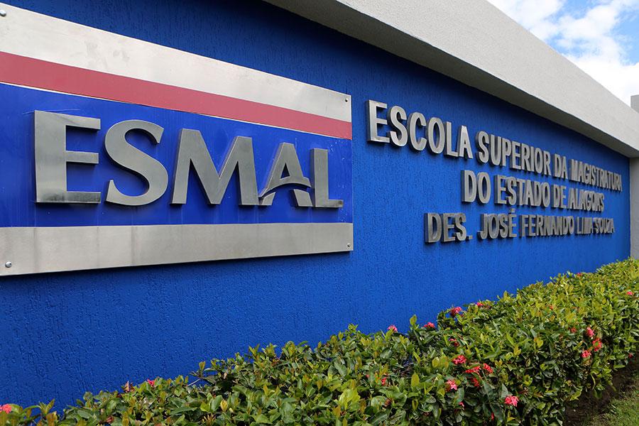 Escola Superior da Magistratura de Alagoas, no bairro do Farol, em Maceió.