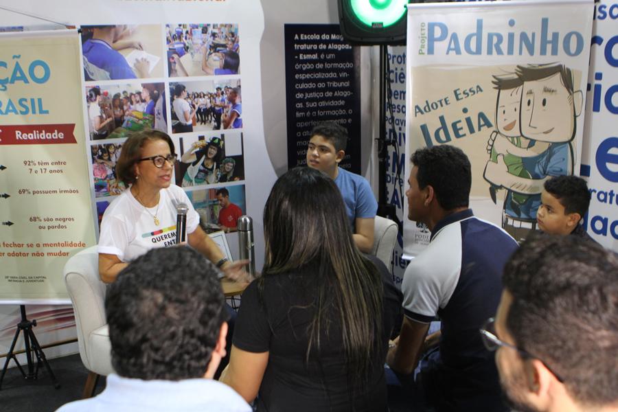 Magistrada Fátima Pirauá falou sobre as formas de ajudar crianças e adolescentes que estão em abrigos. Foto: Anderson Moreira