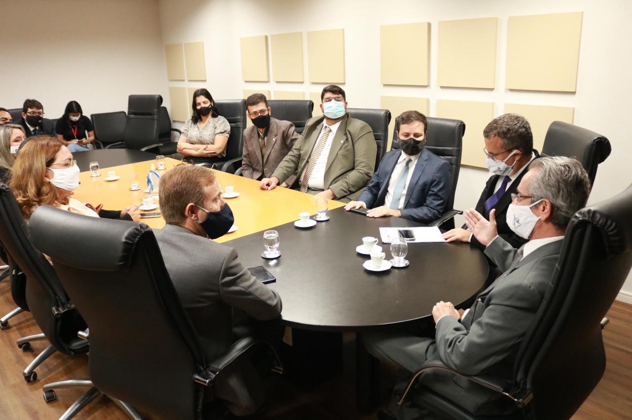 Corregedor Fábio Bittencourt recebe visita de representantes da OAB/AL