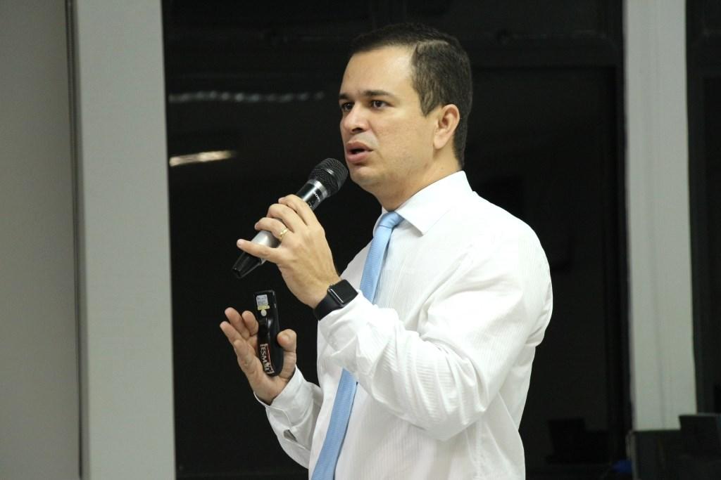 """Filipe Lôbo Gomes ministrou o curso """"Processualização administrativa"""", promovido pela Esmal."""