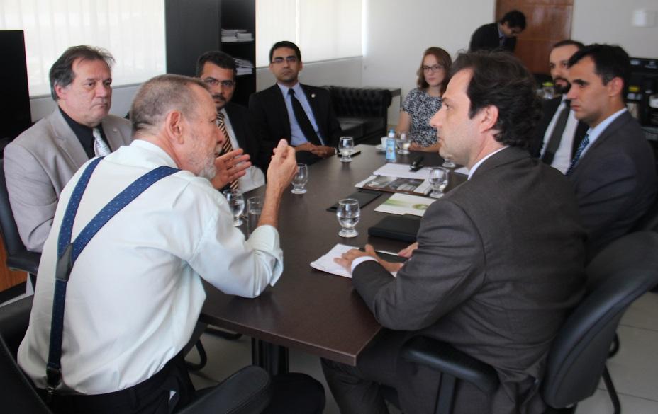 Corregedor se reúne com representantes da Almagis e Defensoria
