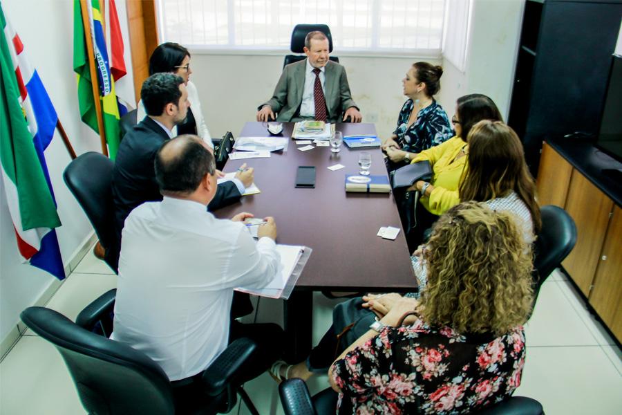 Desembargador Paulo Lima recebe cônsules na Corregedoria-Geral (Foto:Vítor Menezes)
