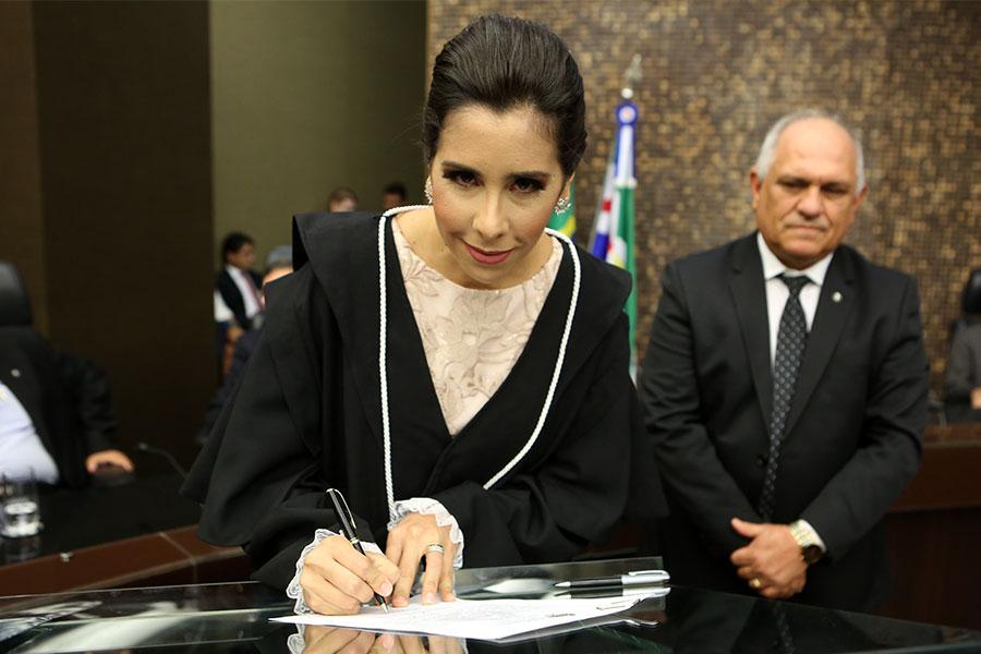 Juíza Paula de Góes Brito Pontes.