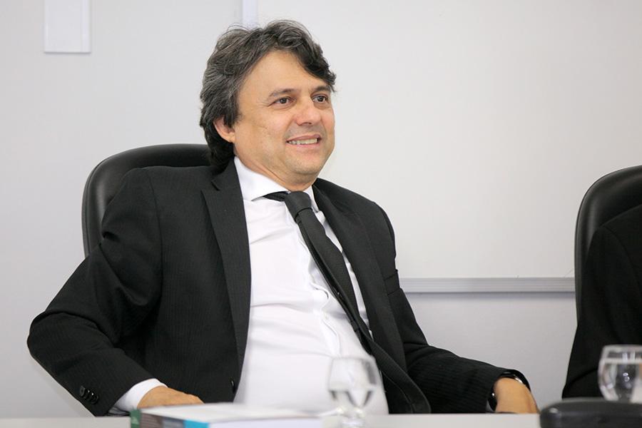 Juiz Alberto Jorge Correia de Barros Lima.
