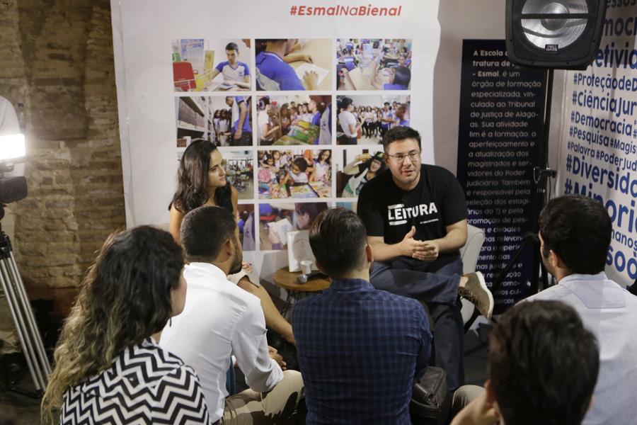 Esmal lança anais do IV Enpejud na Bienal do Livro