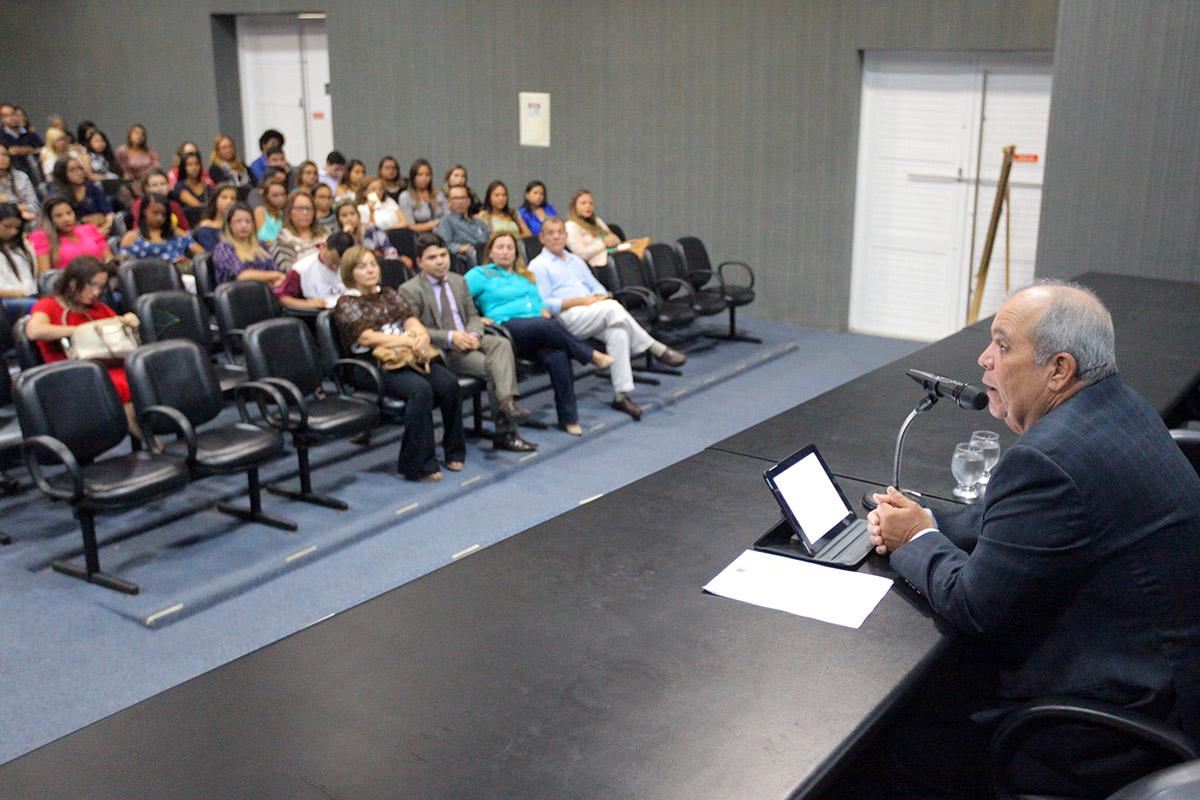 Desembargador Celyrio Adamastor relembrou sua defesa pela implantação da justiça terapêutica no estado. Foto: Itawi Albuquerque