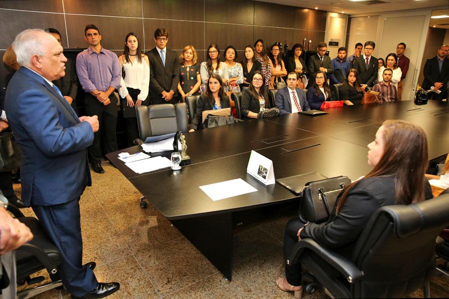 Posse de 45 assessores deve melhorar produtividade do 1º grau da Justiça