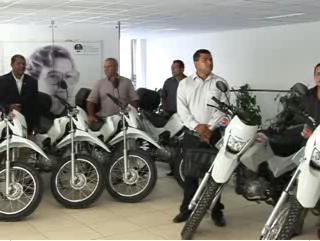 Funjuris entrega motocicletas a oficiais de Justiça